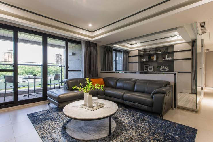 Livings de estilo  por 你你空間設計, Moderno Compuestos de madera y plástico