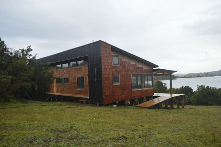 Club House Puduhuapi: Casas de madera de estilo  por Jose Fontecilla Figueroa, Rural Madera Acabado en madera