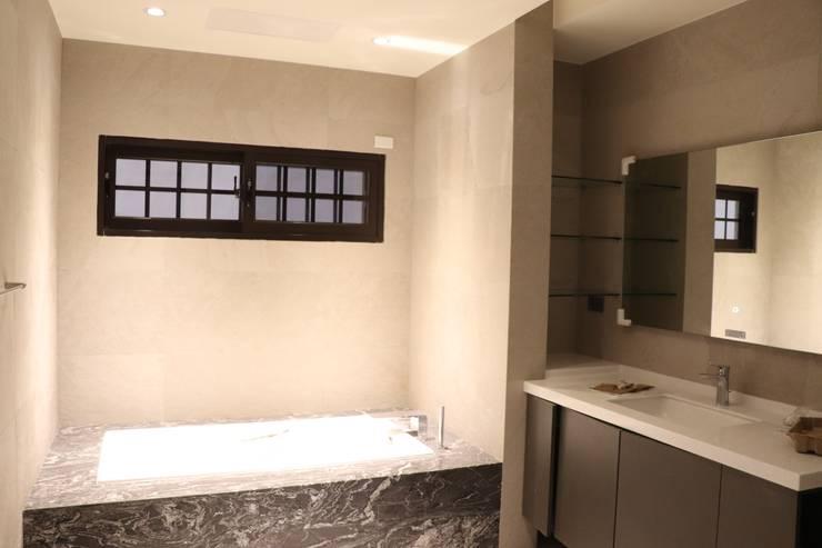 現代美感住宅-海線獨立建案:  浴室 by 鵝牌氣密窗-台中直營店, 現代風
