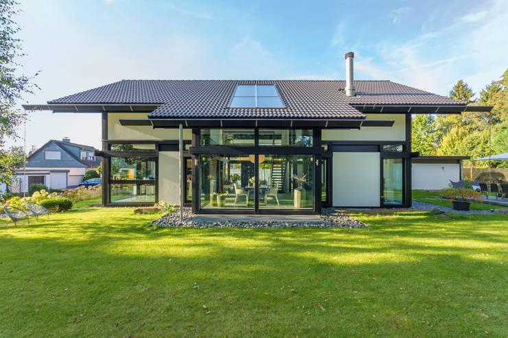 Nhà theo HUF HAUS GmbH u. Co. KG, Hiện đại