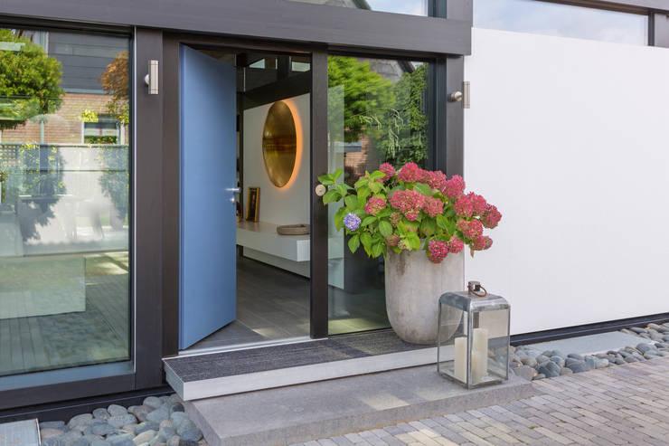 Cửa ra vào theo HUF HAUS GmbH u. Co. KG, Hiện đại