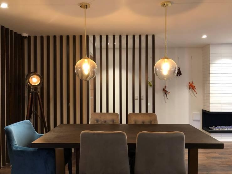 Comedor: Comedores de estilo  por entrearquitectosestudio, Moderno Madera Acabado en madera