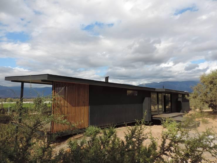 Casa Bioclimática Modular: Casas ecológicas de estilo  por EL TOKE LTDA., Mediterráneo
