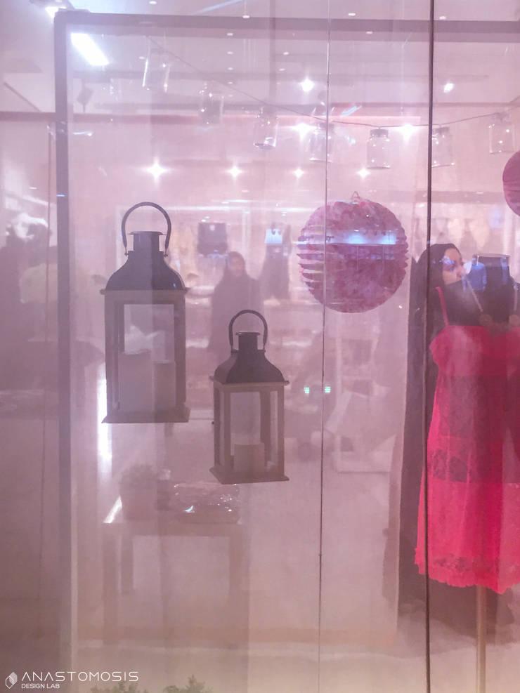 الديكورات Store Ornaments:  محلات تجارية تنفيذ Anastomosis Design Lab, تبسيطي