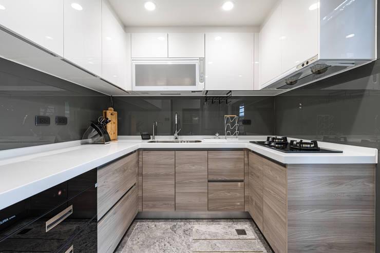 Comedores de estilo  por 你你空間設計, Moderno Compuestos de madera y plástico