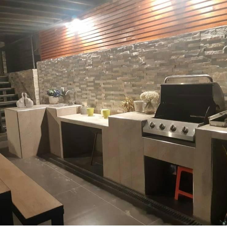Remodelamos tu Cocina, Baños, Terrazas e Interiorismo y también construímos tu piscina.: Jardines con piedras de estilo  por Comercial Ébano Spa, Moderno