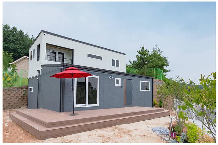 영종도 바다를 품은 모던전원주택: 공간제작소(주)의  목조 주택,모던