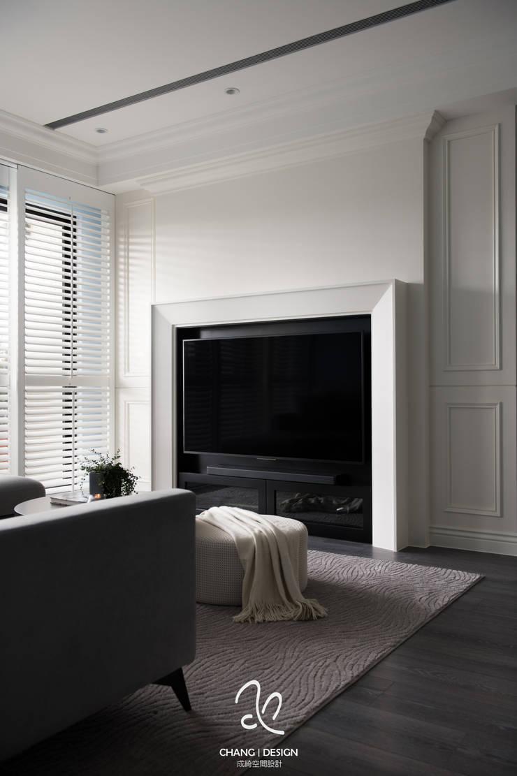 中和 許公館:  客廳 by 成綺空間設計, 古典風