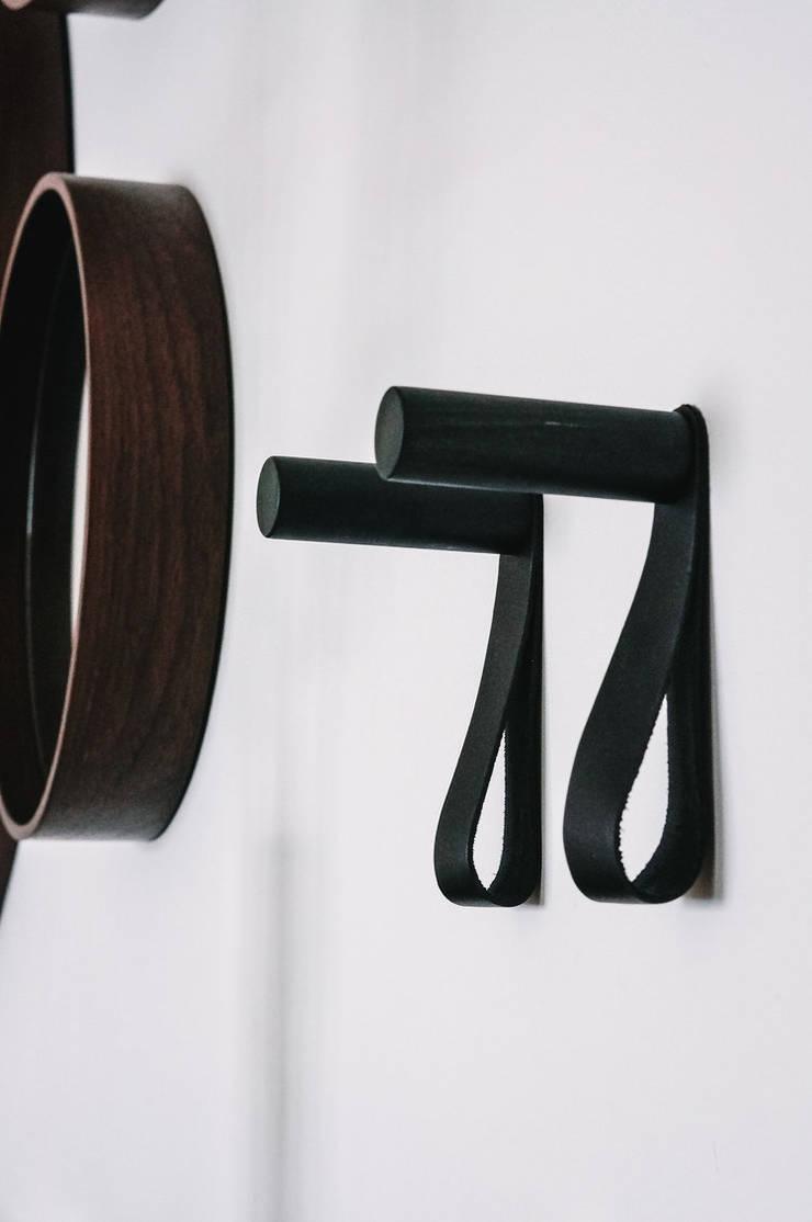 Coat Hangers :  Corridor & hallway by S.Lo Limited, Modern