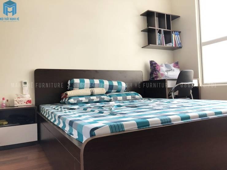 Giường master:  Phòng ngủ nhỏ by Công ty TNHH Nội Thất Mạnh Hệ, Hiện đại Gỗ Wood effect