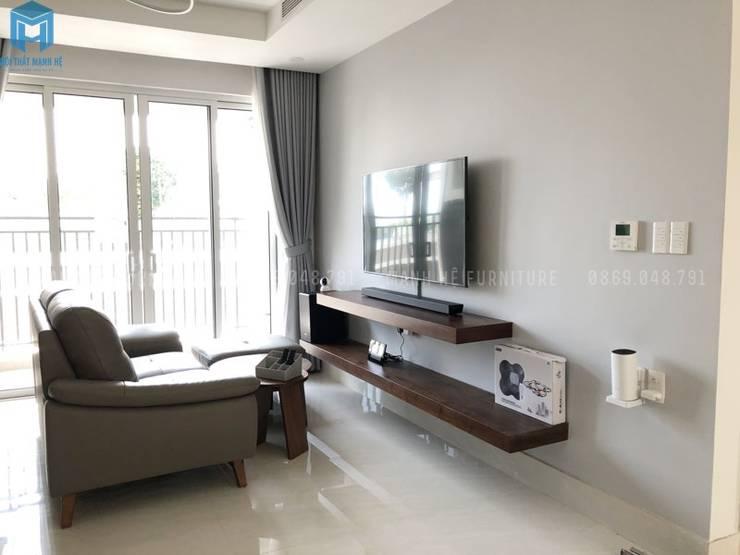 Phòng khách nhỏ, hiện đại:  Phòng khách by Công ty TNHH Nội Thất Mạnh Hệ, Hiện đại gốm sứ