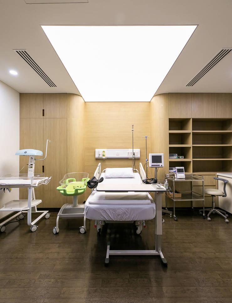 Trần xuyên sáng bệnh viện quốc tế Mỹ AIH:  Bệnh viện by TRẦN XUYÊN SÁNG VẠN HOA, Hiện đại