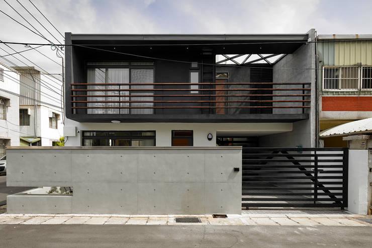 【我的家裡空無一物 編號004】:  房子 by 衍相室內裝修設計有限公司, 北歐風