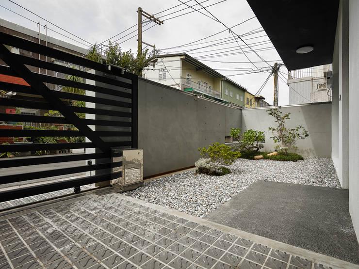 【我的家裡空無一物 編號004】:  庭院 by 衍相室內裝修設計有限公司, 北歐風