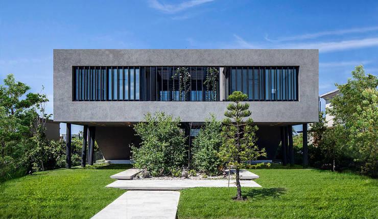 Fachada de frente: Casas de estilo  por Speziale Linares arquitectos,Moderno