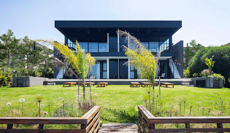 Fachada contrafrente: Casas de estilo  por Speziale Linares arquitectos,Moderno