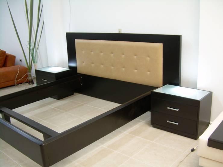ALCOBAS:  de estilo  por CMS Mobiliario, Moderno Madera maciza Multicolor