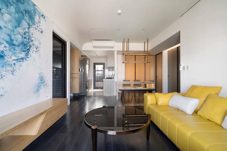 【我的家裡空無一物 編號005】:  客廳 by 衍相室內裝修設計有限公司, 北歐風