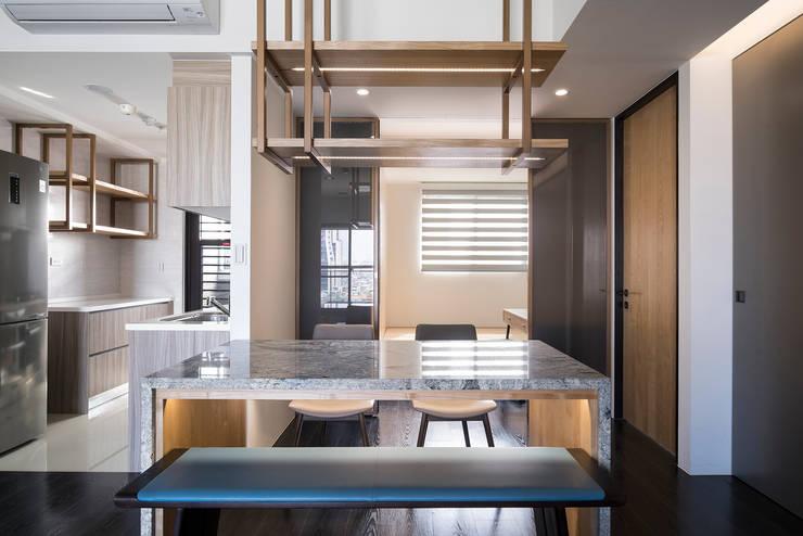 【我的家裡空無一物 編號005】:  廚房 by 衍相室內裝修設計有限公司, 北歐風