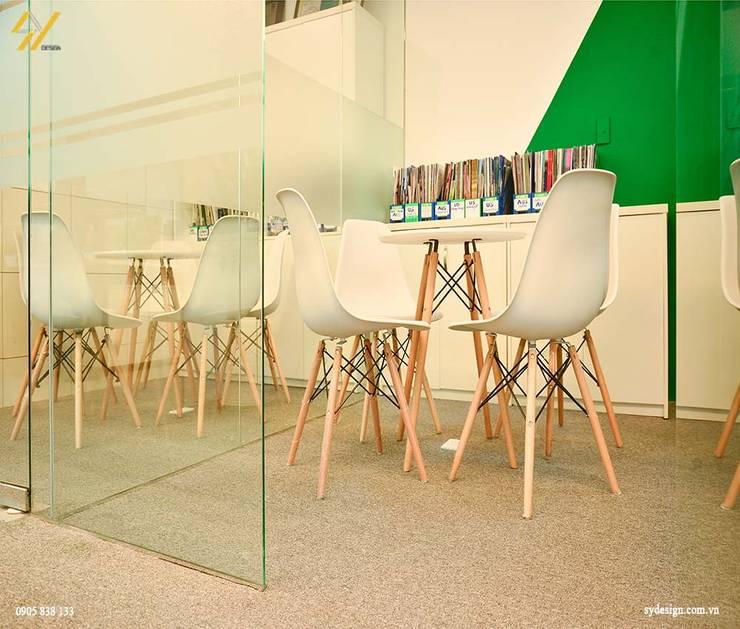 Phòng học giao tiếp:  Nhà by SY DESIGN, Hiện đại