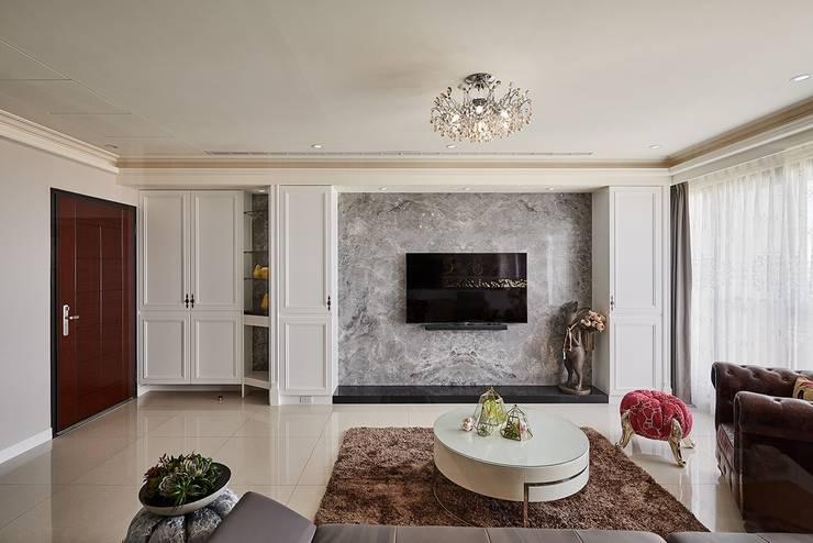客廳主面牆:  客廳 by 趙玲室內設計, 古典風