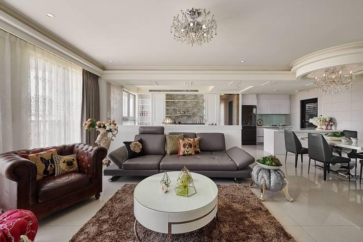 客廳與書房的通透:  客廳 by 趙玲室內設計, 古典風