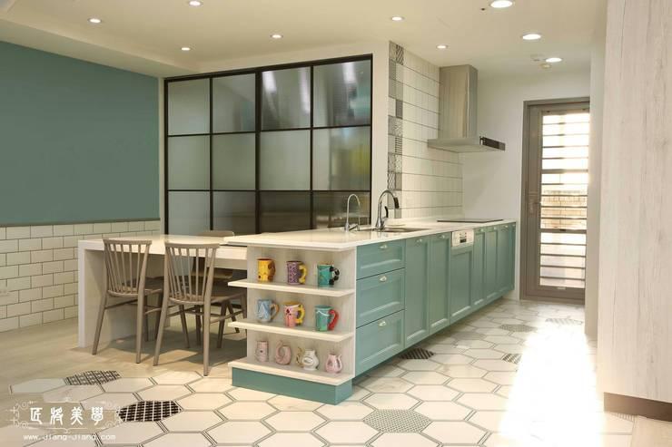 北歐混合美式    整體風格主軸-廚房:  置入式廚房 by 匠將室內裝修設計股份有限公司, 北歐風