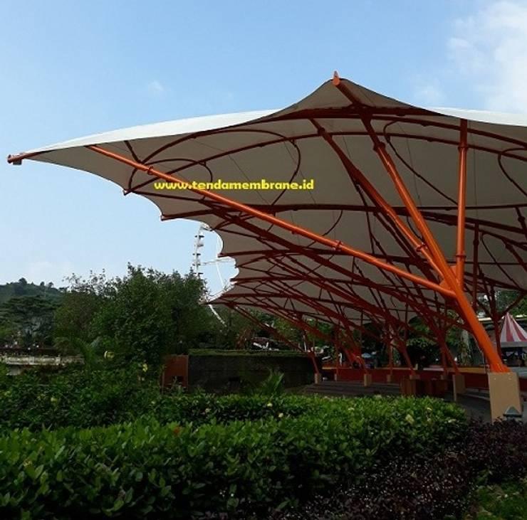 Pemasangan kanopi tribun penonton di Jungle land Sentul, Bogor: Atap datar oleh Fortuna Jaya Kreasi, Tropis Plastik