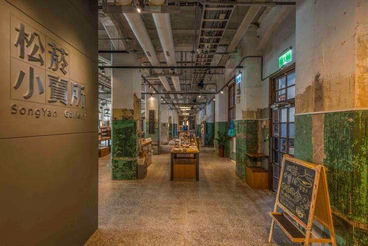 入口:  商業空間 by 亚卡默设计 Akuma Design , 工業風 水泥