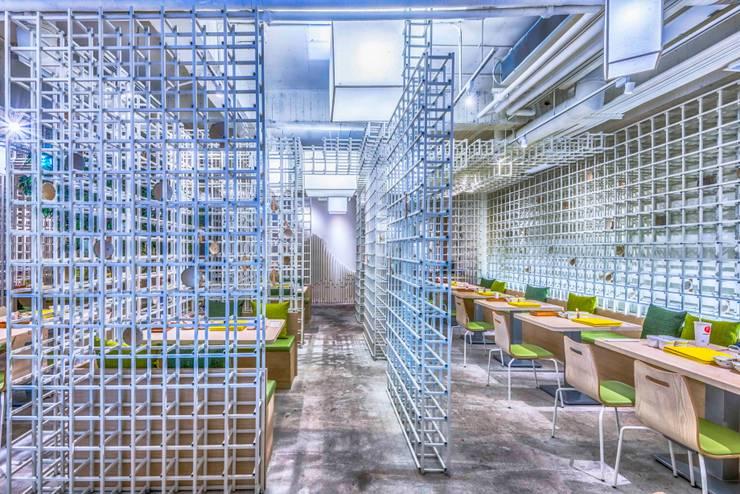 飲食區設計:  餐廳 by 亚卡默设计 Akuma Design , 現代風 水泥