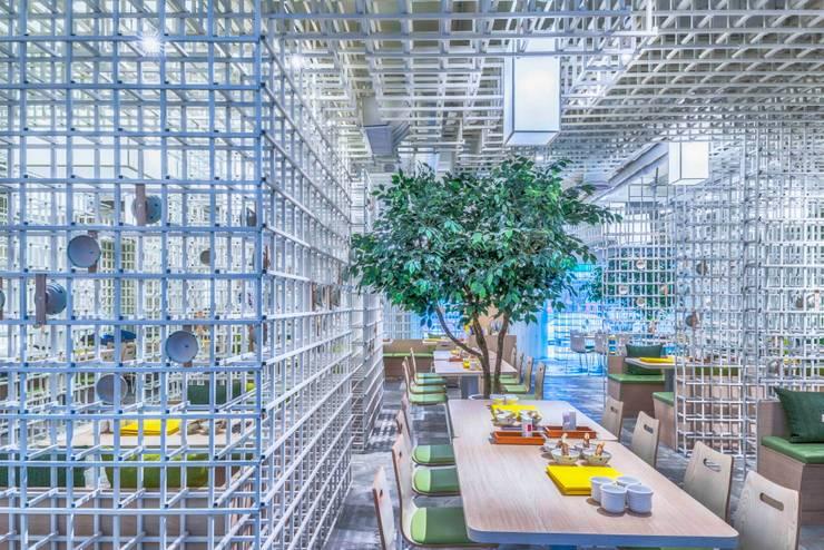 樹下飲食區:  商業空間 by 亚卡默设计 Akuma Design , 現代風 水泥