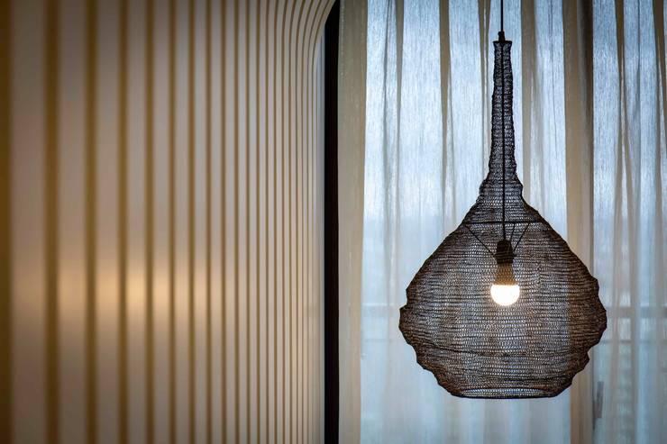 包覆牆: 極簡主義  by 亚卡默设计 Akuma Design , 簡約風 木頭 Wood effect