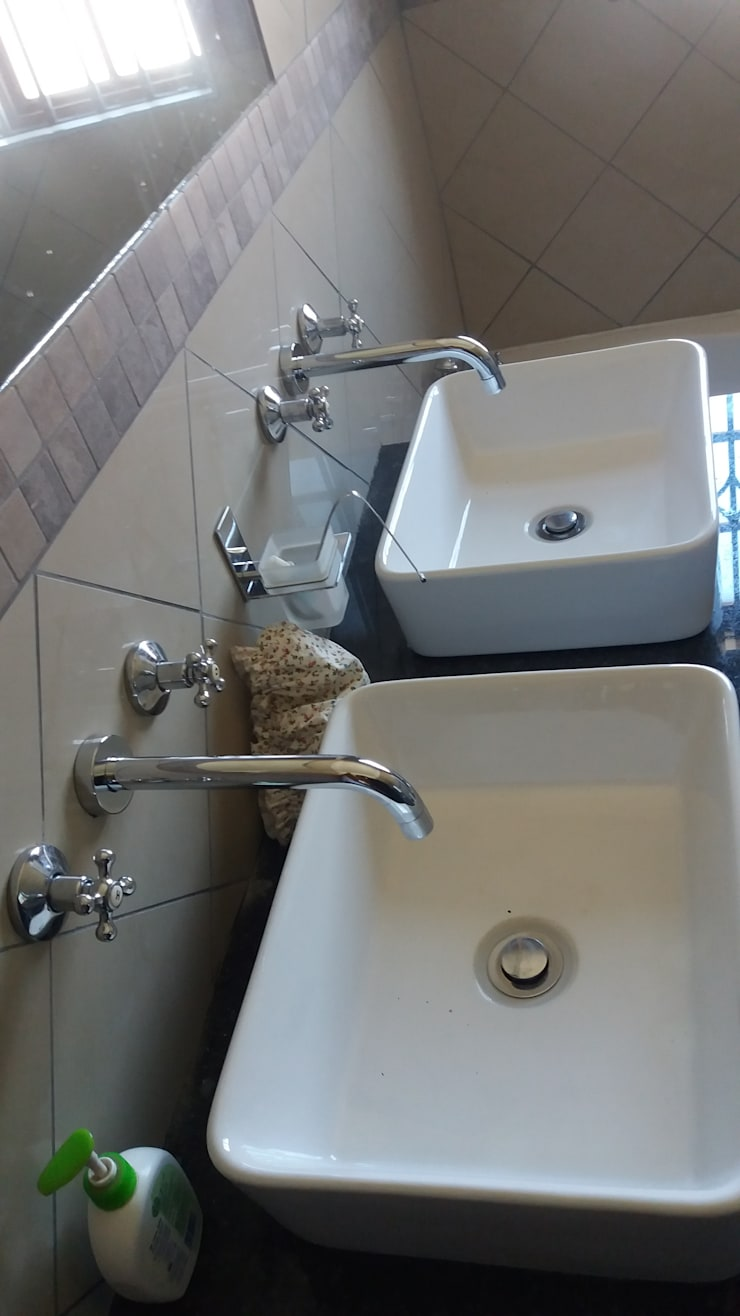 New toilet basins:  Bars & clubs by Plumbcom Solutions, Industrial