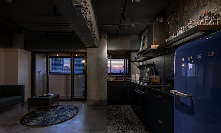 kitchen & living area:  客廳 by 湜湜空間設計, 工業風