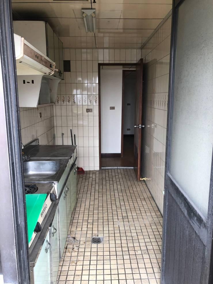 kitchen / before: 產業  by 湜湜空間設計, 工業風
