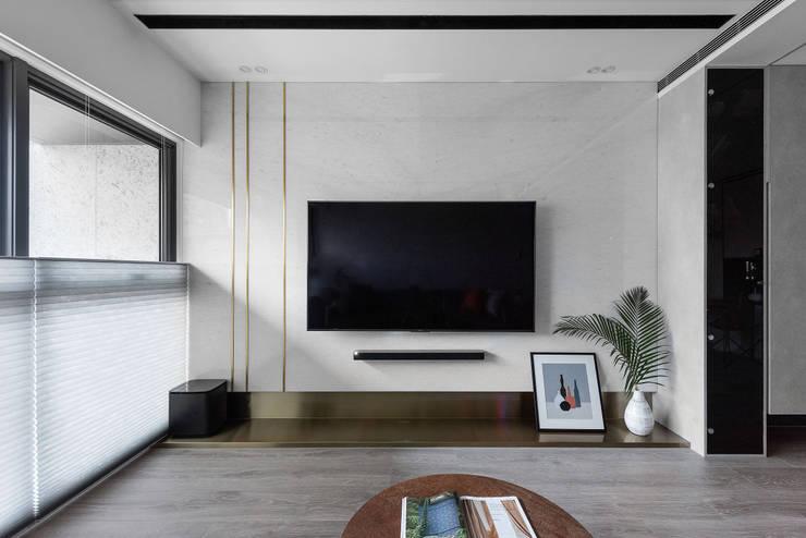 光影迴廊:  客廳 by 知域設計, 現代風