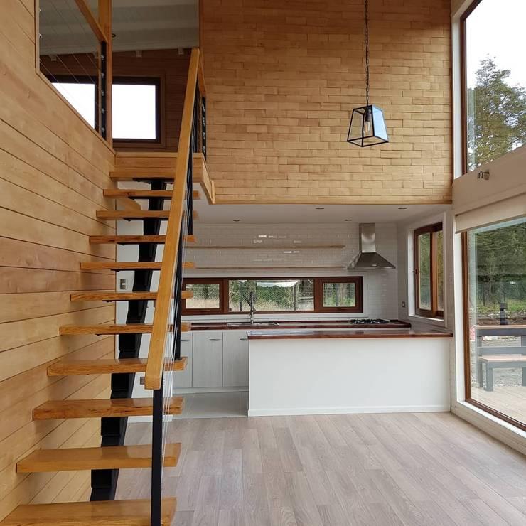 Casa BDM: Salas multimedias de estilo  por Soc. Constructora Cavent Spa, Moderno