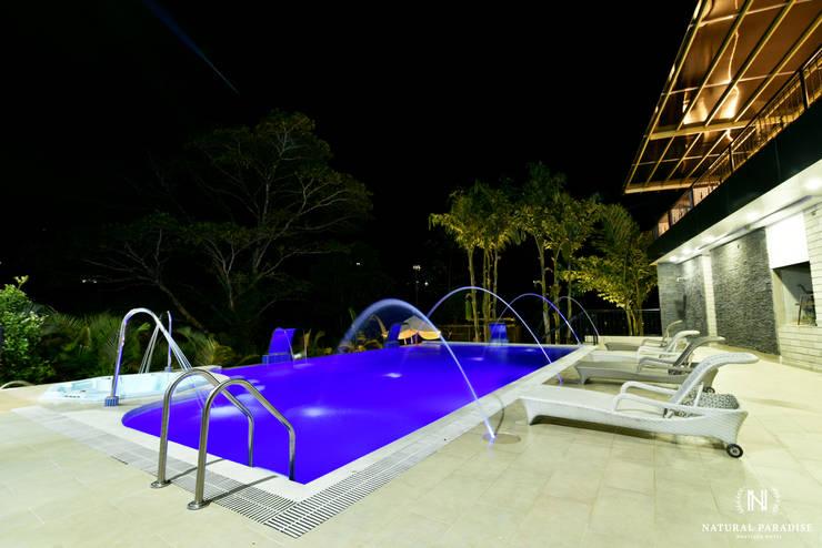 PISCINA SPA HOTEL BOUTIQUE : Hoteles de estilo  por C&P ARQUITECTURA, DISEÑO Y CONSTRUCCION S.A.S, Moderno