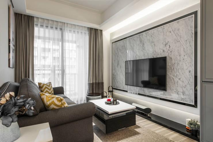 客廳電視牆:  客廳 by 你你空間設計, 古典風 大理石