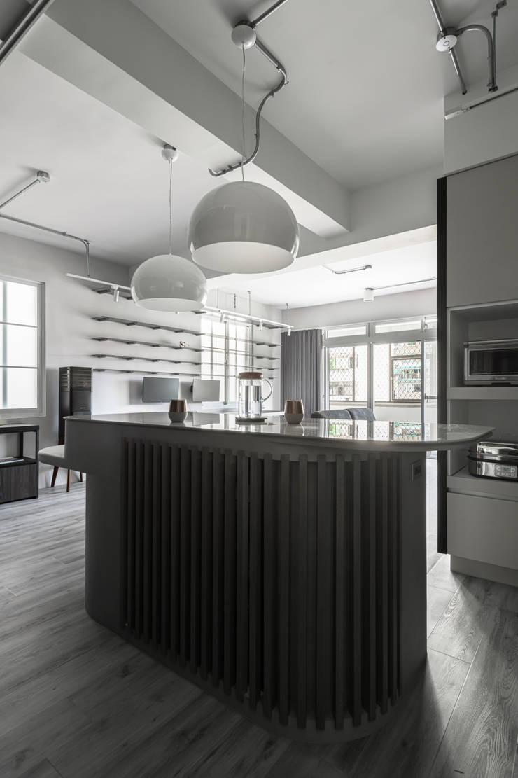 living area: 極簡主義  by 湜湜空間設計, 簡約風