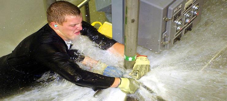 emergency plumber:  Bathroom by Brackenfell Plumber Pro's (Pty) Ltd, Classic