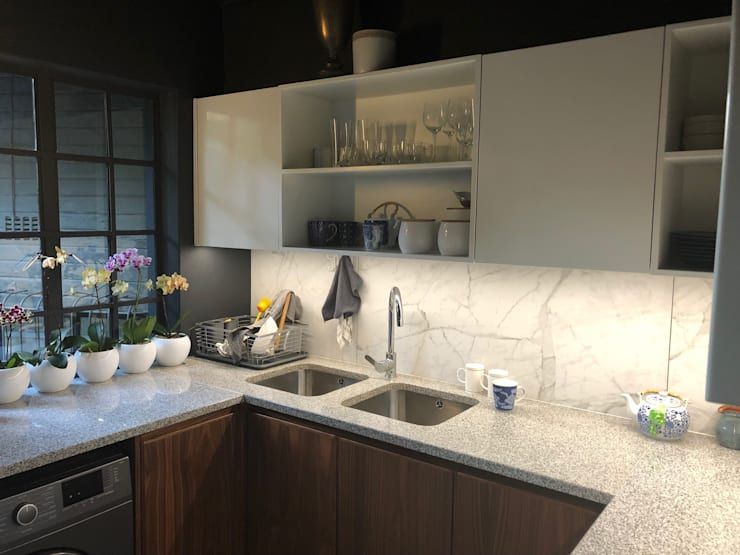 Brandwag Kitchen Renovation & Makeover:  Kitchen by Nuclei Lifestyle Design, Classic