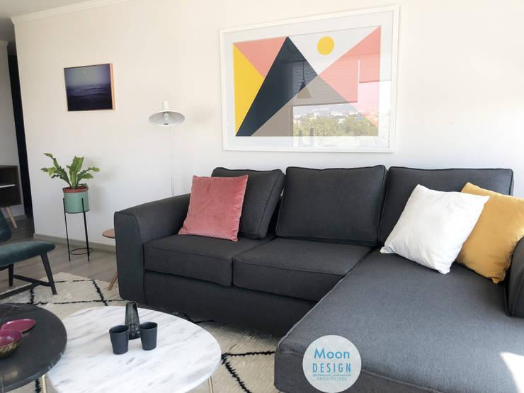 Detalles sofa y mesas de centro living :  de estilo  por Moon Design, Moderno