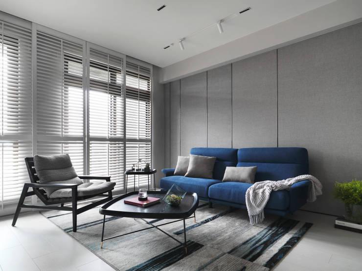 YouTuber 冰蹦拉的家  :  客廳 by 一格設計有限公司, 簡約風