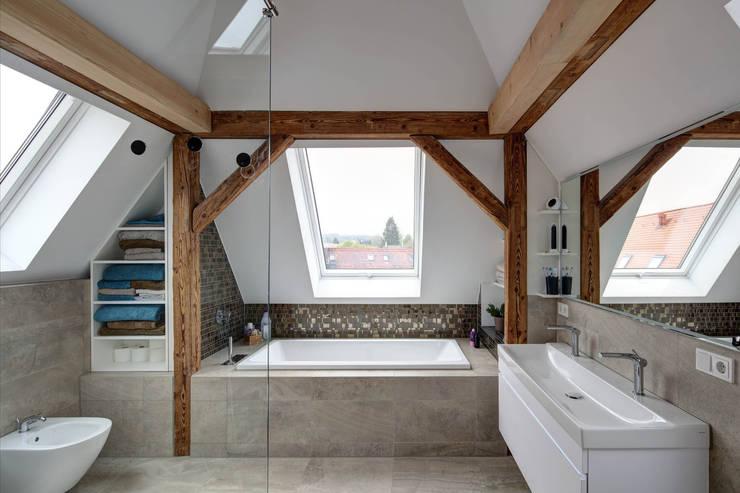 Modern bathroom by Architekturbüro zwo P Modern Tiles
