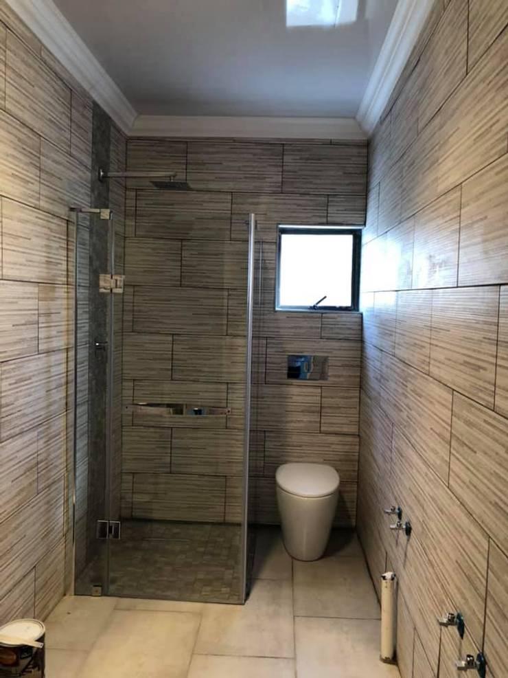 Renovation:  Bathroom by RA CON, Classic
