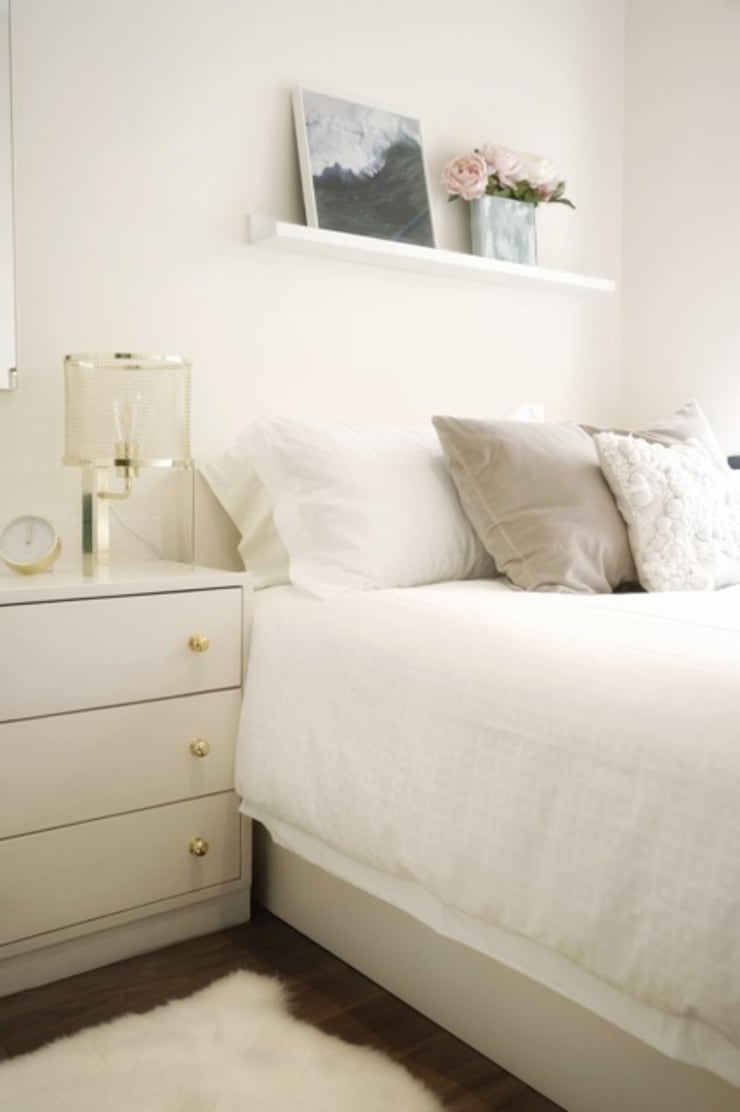 Hee Wong:  Small bedroom by S.Lo Limited, Minimalist