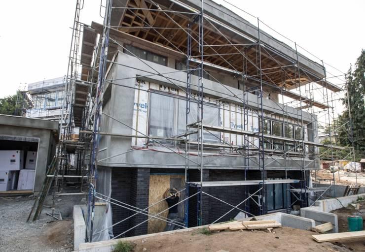 Zambezi Estate-New Build:  Single family home by Wentworth Construction, Modern Concrete