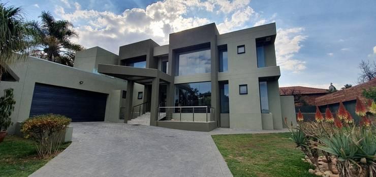 Zambezi Estate:  Single family home by Wentworth Construction, Modern Concrete