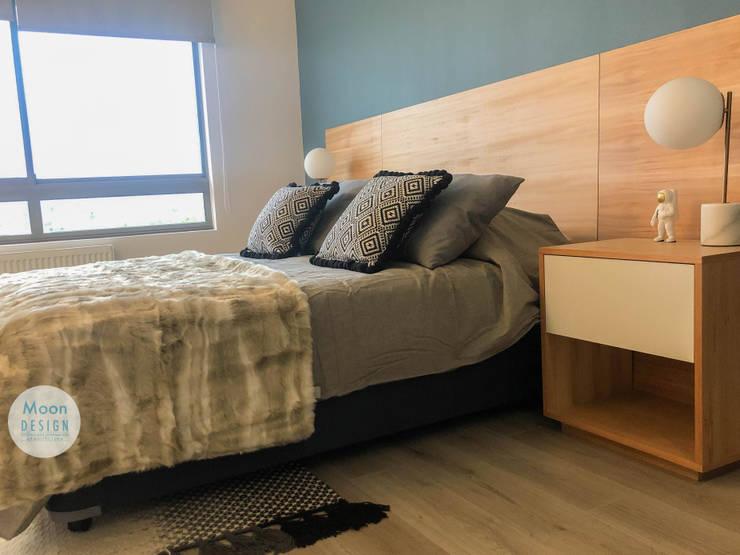 Dormitorio Principal:  de estilo  por Moon Design, Moderno Madera Acabado en madera